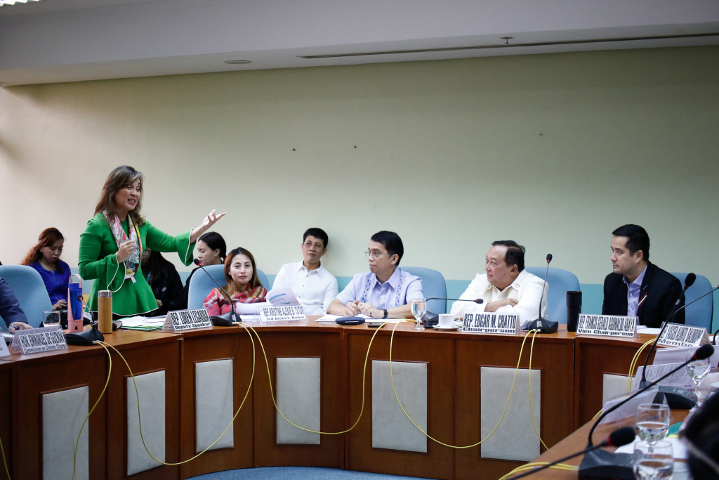 "Deputy Speaker Loren Legarda elaborates the benefits of House Bill No. 2184 entitled ""Low Carbon Economy Bill"" today, February 26 2020 at the House of Representatives, Quezon City. (c)AC Dimatatac/ICSC"
